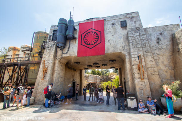 Postcards from Batuu - A Scenic Daytime Look Around Galaxy's Edge
