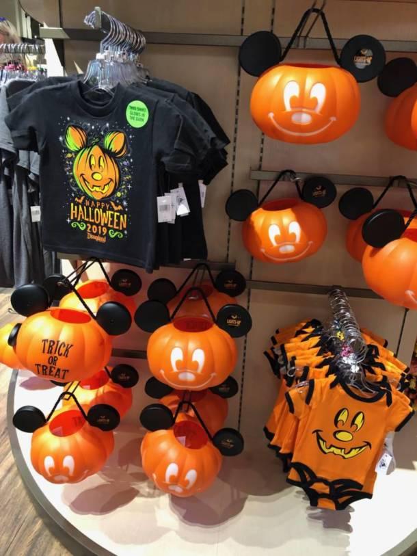 Halloween In Disneyland 2019.Shopping Gets Spooky As Halloween Merchandise Hits Disneyland