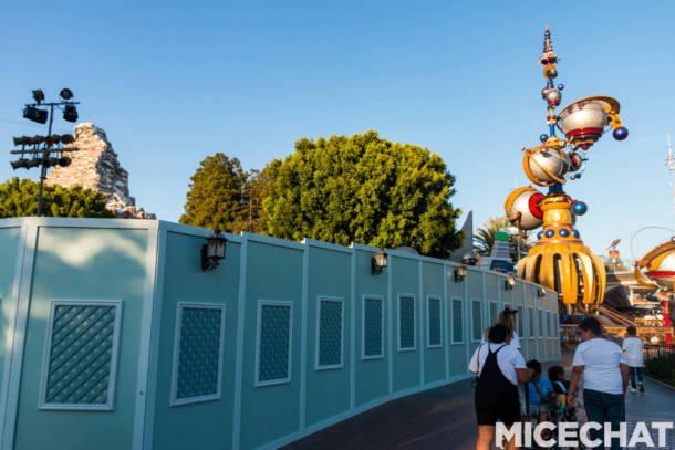 , Disneyland Update: Pumpkins, Crowds & Bees Buzz Into Disneyland