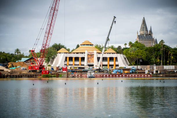 , Dateline Universal Orlando: A Tale of Bees and Dinosaurs