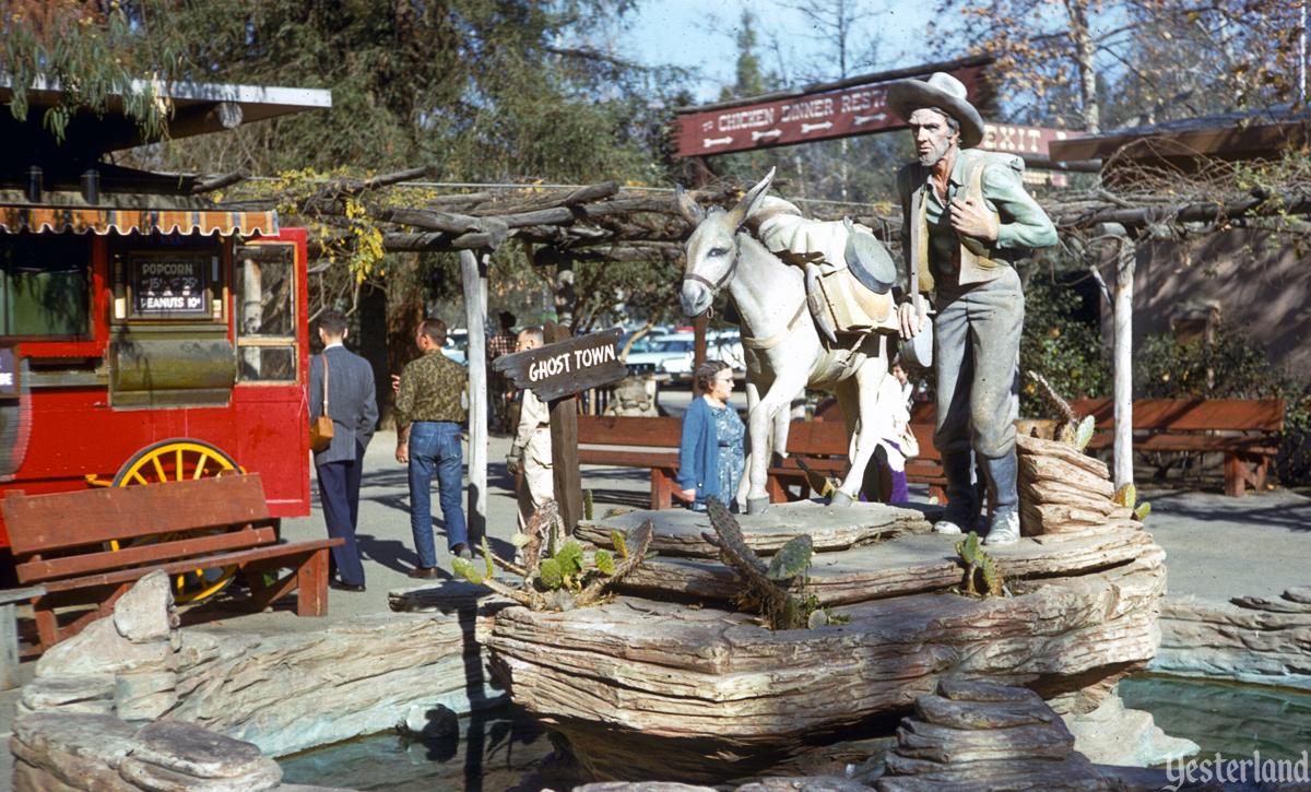 Walter /& Cordelia Knott California 1969 Vintage Photo Print Knott/'s Berry Farm
