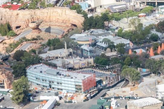 [Disney California Adventure] Cars Land (15 juin 2012) - Page 31 Disneyland-Disneyland-Aerial-Carsland-Backstage-MiceChat