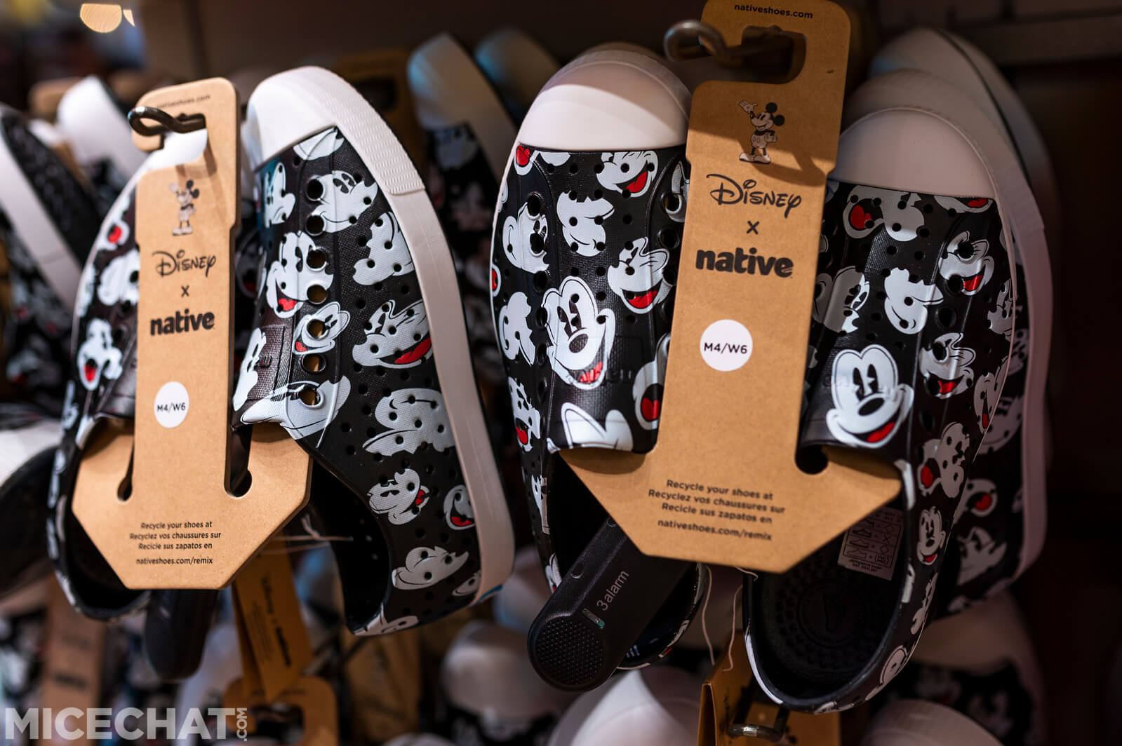 Chaussures Mickey Mouse taille adulte par Native Shoes